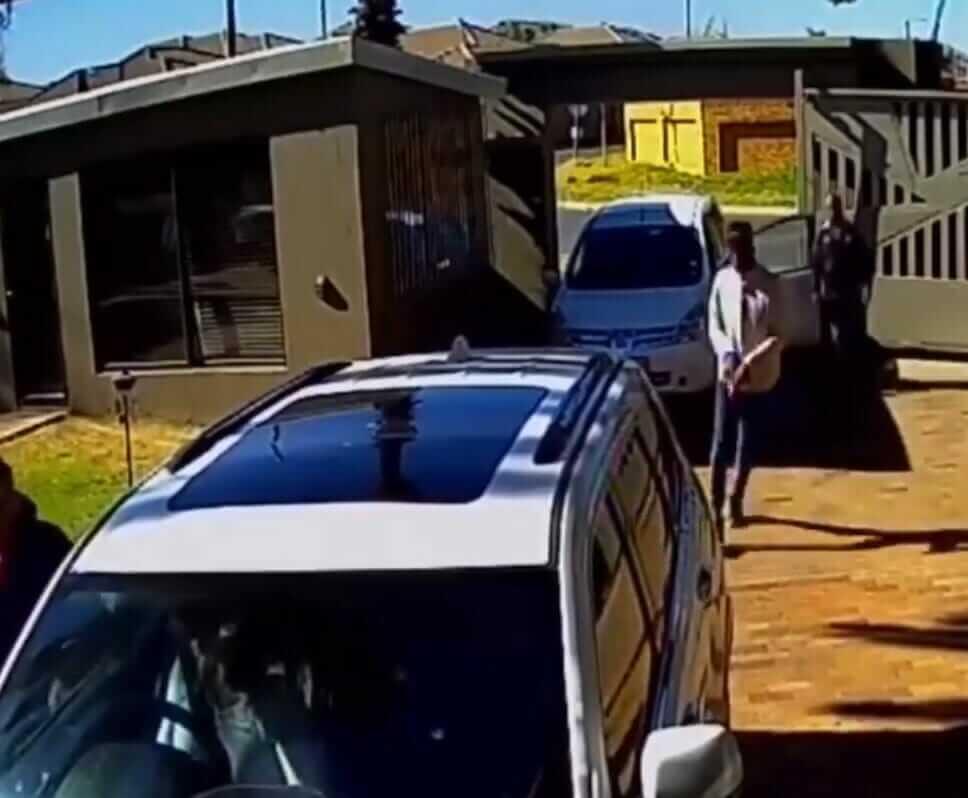 Kvinna kidnappades i sin bil